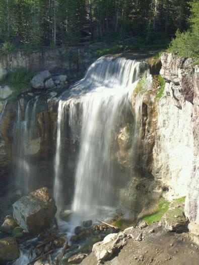 Western_North_Carolina_Mountain_Communities_waterfall1